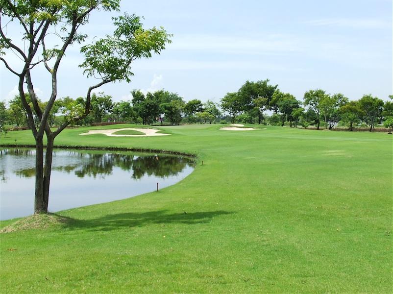バンプー ゴルフ & スポーツ クラブ