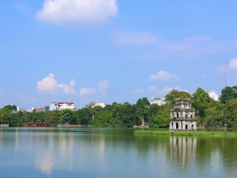 湖と緑に囲まれたハノイ!